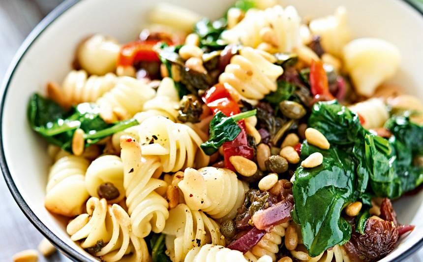Makaroni ar spinātiem, riekstiem un kaperiem recepte