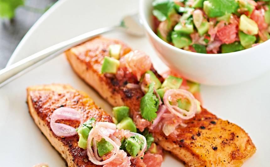 Avokado un greipfrūtu salsa ar ceptu lasi recepte