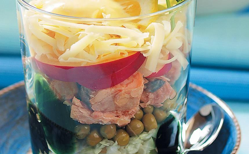 Konservēta laša salāti recepte