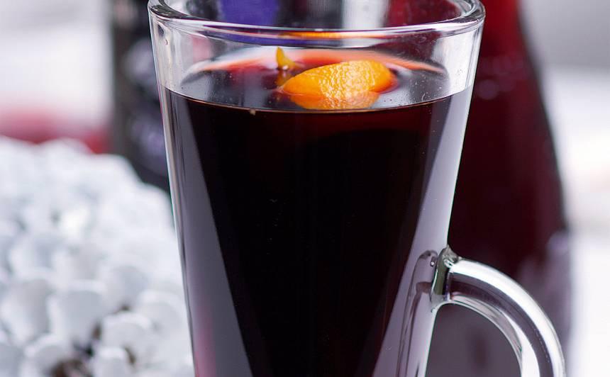 Upeņu un balzama dzēriens