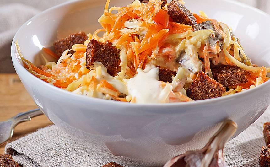 Burkānu, seleriju salāti ar sieru recepte