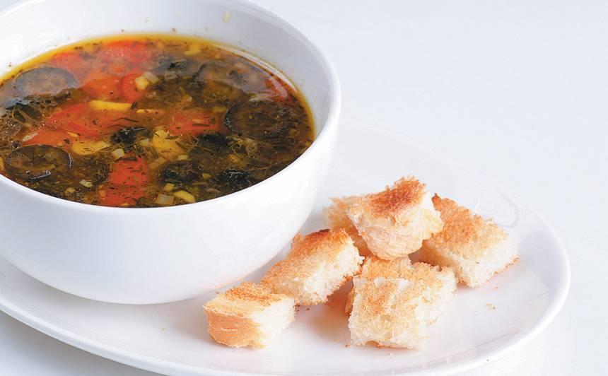 Ķiploku zupa ar grauzdiņiem recepte