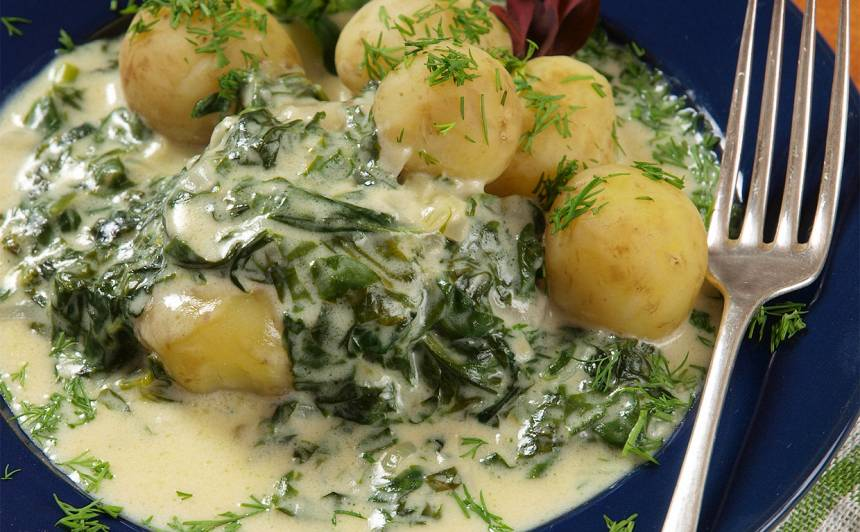 Kartupeļi siera un spinātu mērcē recepte