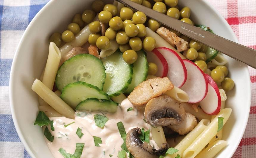 Makaronu salāti ar dārzeņiem un vistu recepte