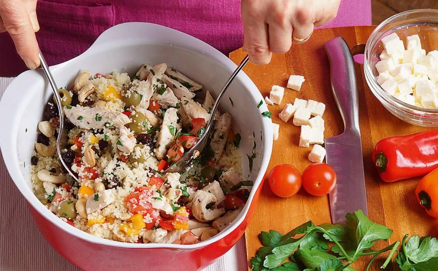 Kuskusa salāti ar vistu un Indijas riekstiem