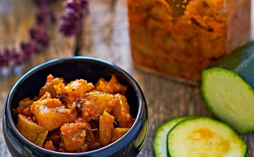 Kabaču un ķiploku salāti recepte