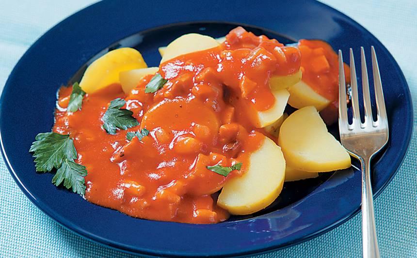 Kartupeļi tomātu mērcē recepte