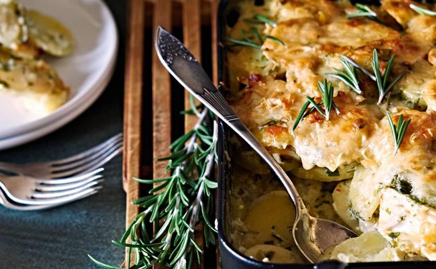 Kartupeļu un selerijas sacepums ar sieru