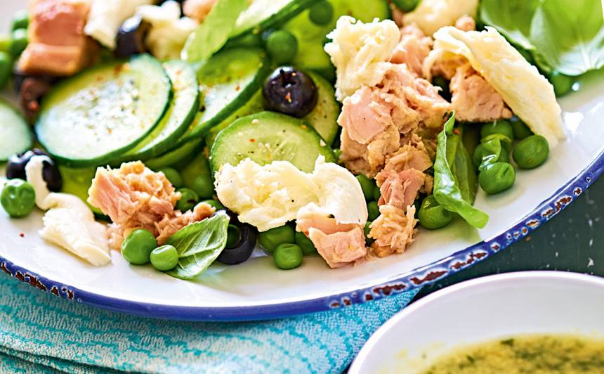 Gurķu salāti ar tunci un mocarellu