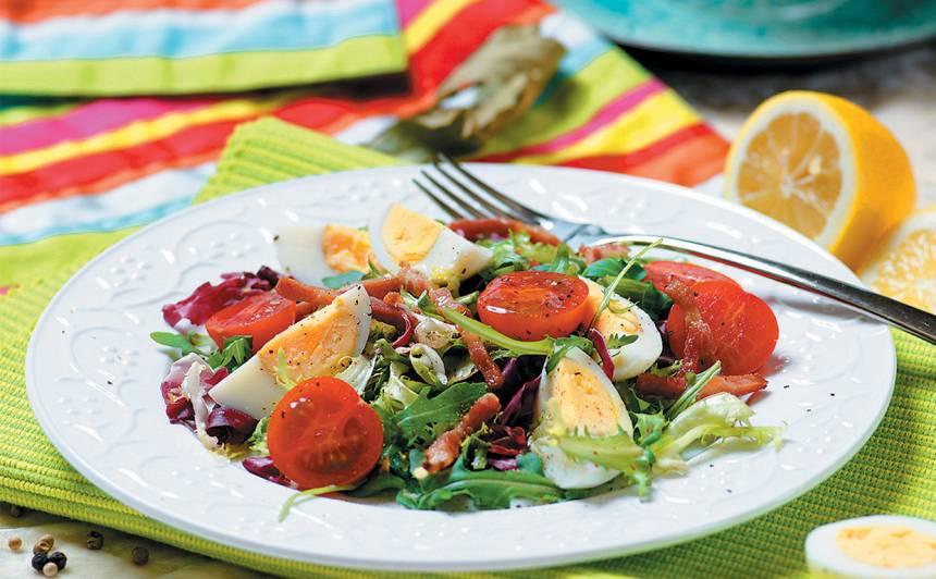 Salātu maisījums ar olāmrecepte