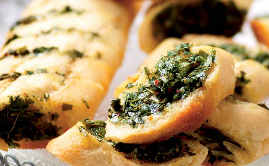 Ķiploku un zaļumu maize
