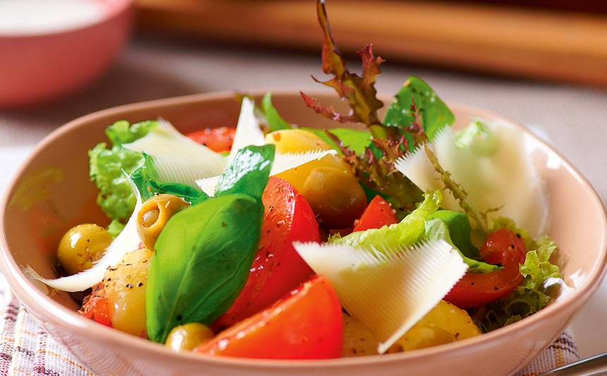 Kartupeļu salāti ar tomātiem recepte