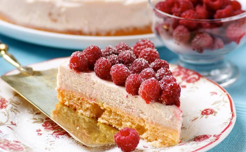 Baltās šokolādes un aveņu kūka recepte