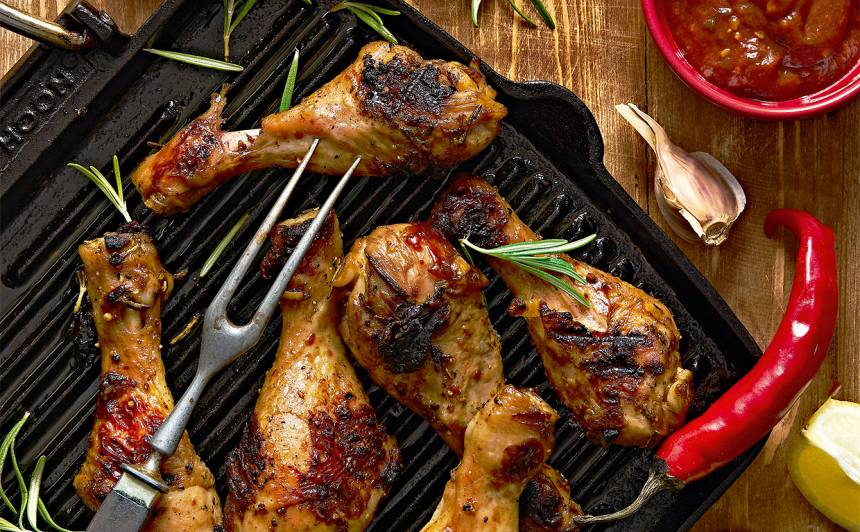Grilēti vistu stilbiņi Tabasco marinādē ar mērci recepte