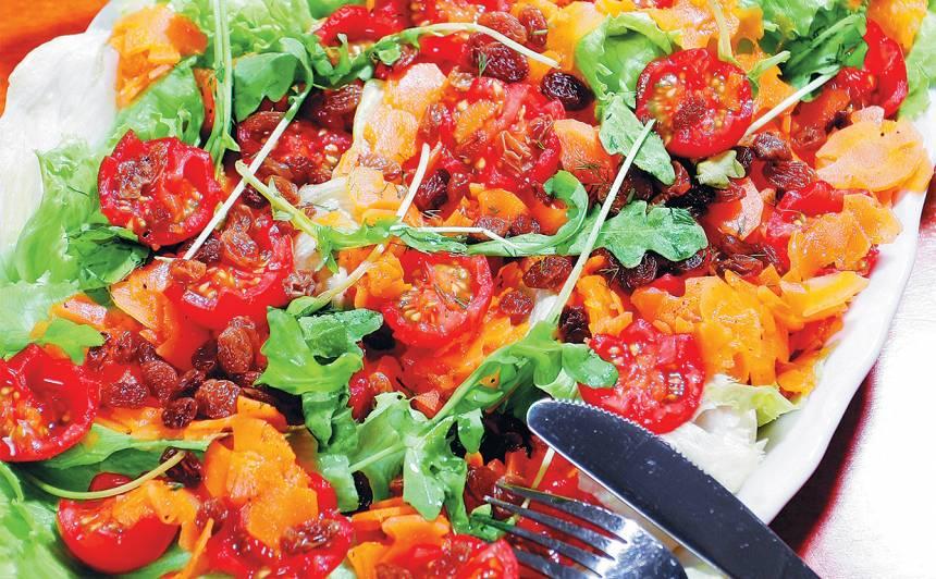 Marinētu burkānu salāti ar rozīnēm recepte