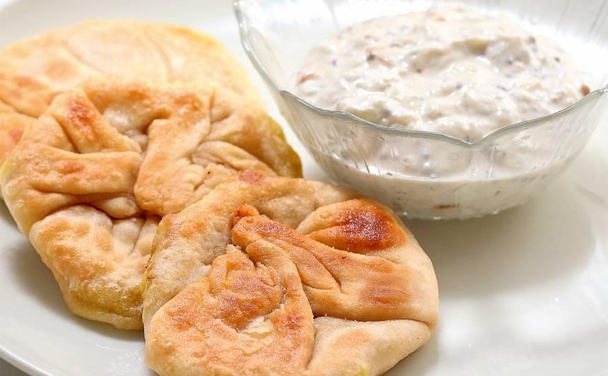 Kartupeļu plācenis ar gurķu mērci recepte