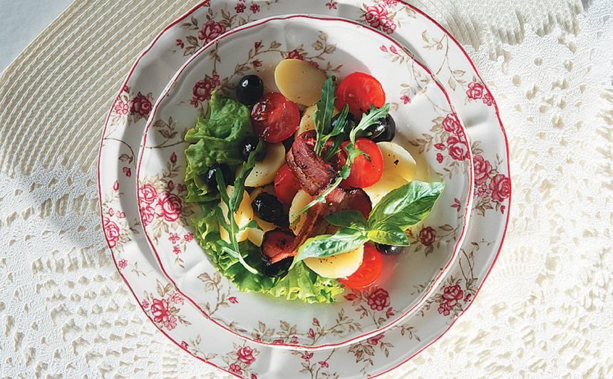 Jauno kartupeļu salāti ar speķi recepte