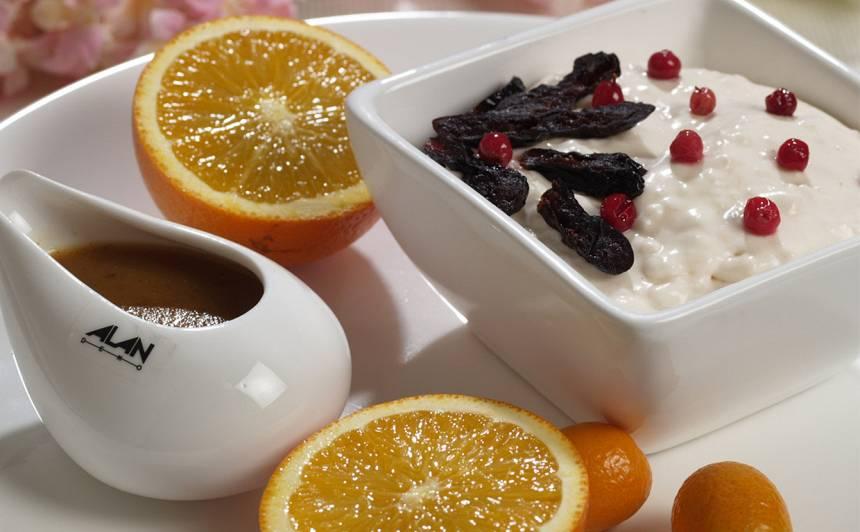 Jogurta krēms apelsīnu, rīvmaizes mērcē recepte