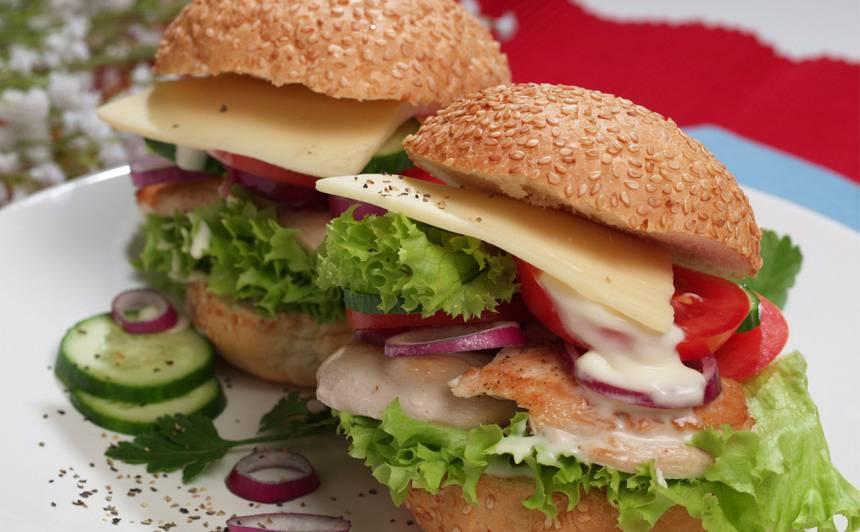 Klasiskais amerikāņu vistas burgers recepte