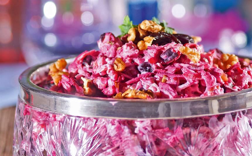 Biešu salāti ar plūmēm un valriekstiem recepte