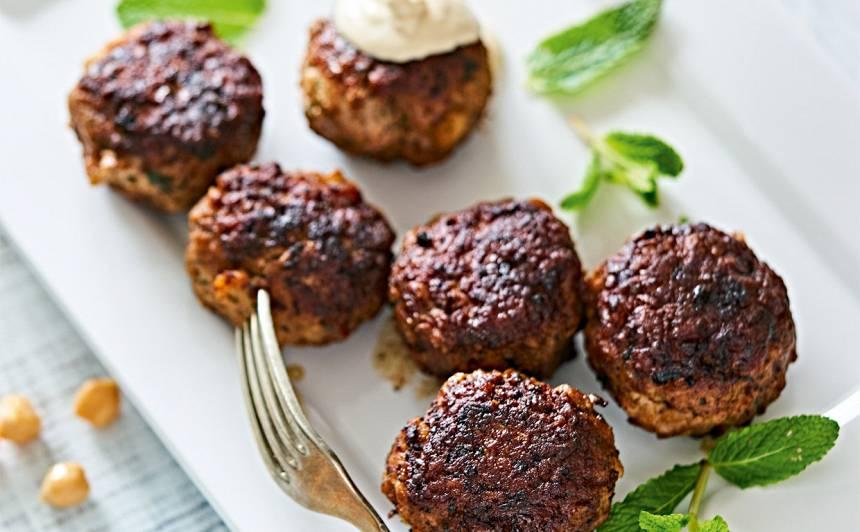 Liellopu gaļas kotletes ar turku zirņiem recepte