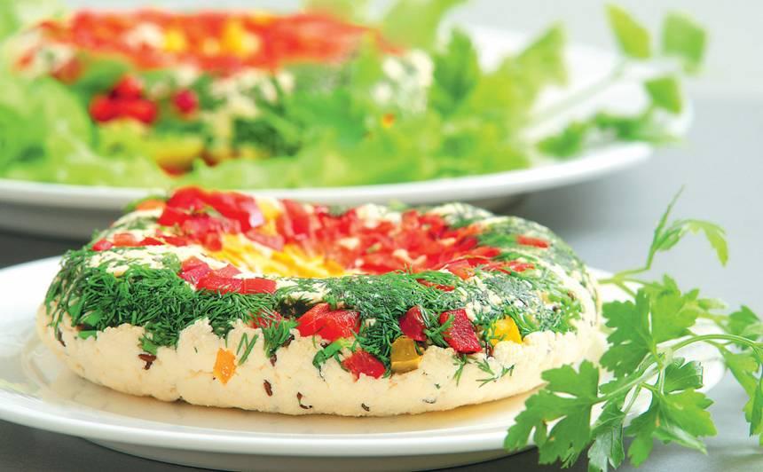 Svaigais siers ar papriku un zaļumiem recepte