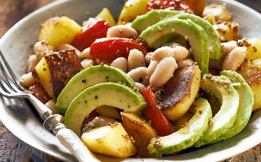 Karstie kartupeļu salāti ar pupiņām
