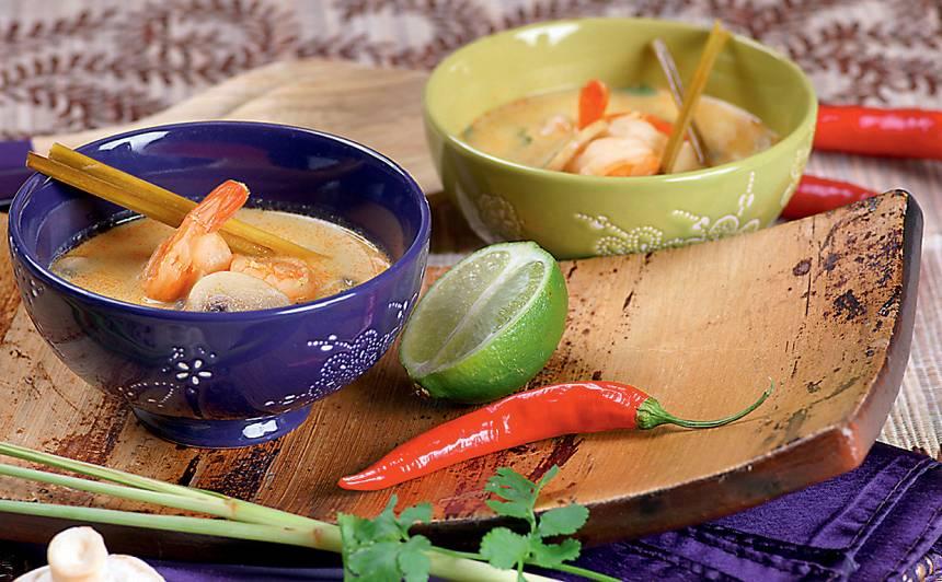Kokosriekstu zupa ar garnelēm un sēnēm recepte