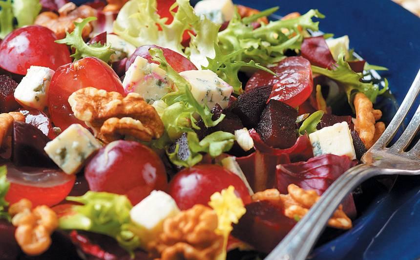 Biešu salāti ar zilo sieru un vīnogām recepte