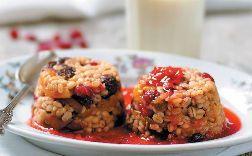 Grūbu un žāvētu augļu deserts recepte