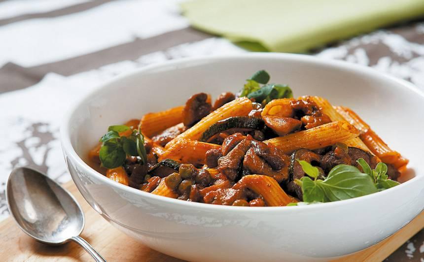 Makaroni ar gaļu un zirnīšiem recepte
