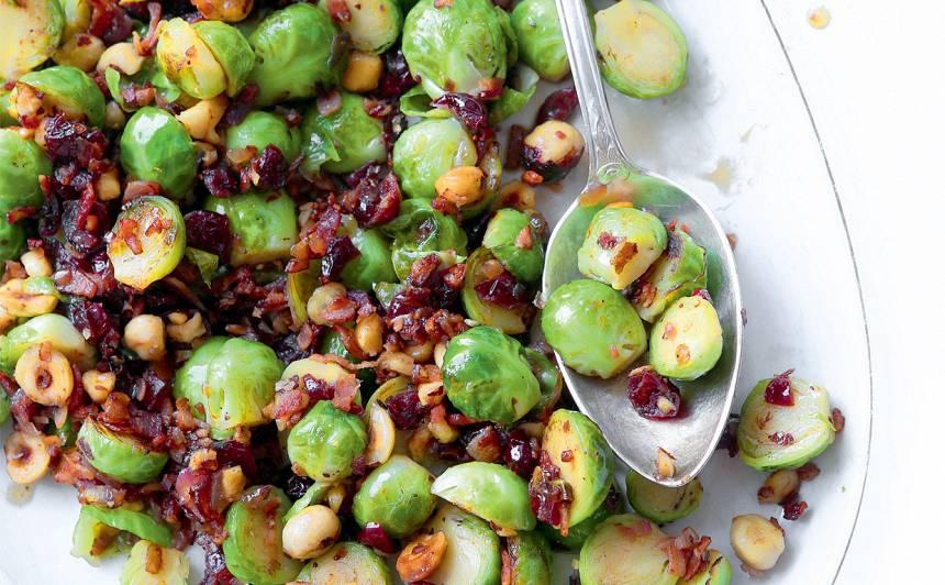 Salāti ar Briseles kāpostiem un lazdu riekstiem recepte