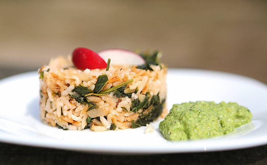 Gārsu rīsi un pļavas pesto recepte