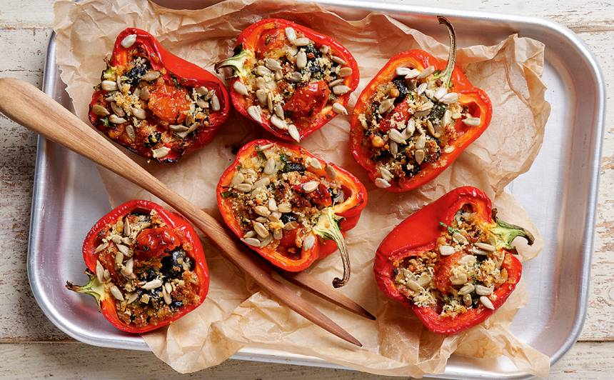 Ceptas pildītas paprikas ar baltmaizi un tomātiem recepte