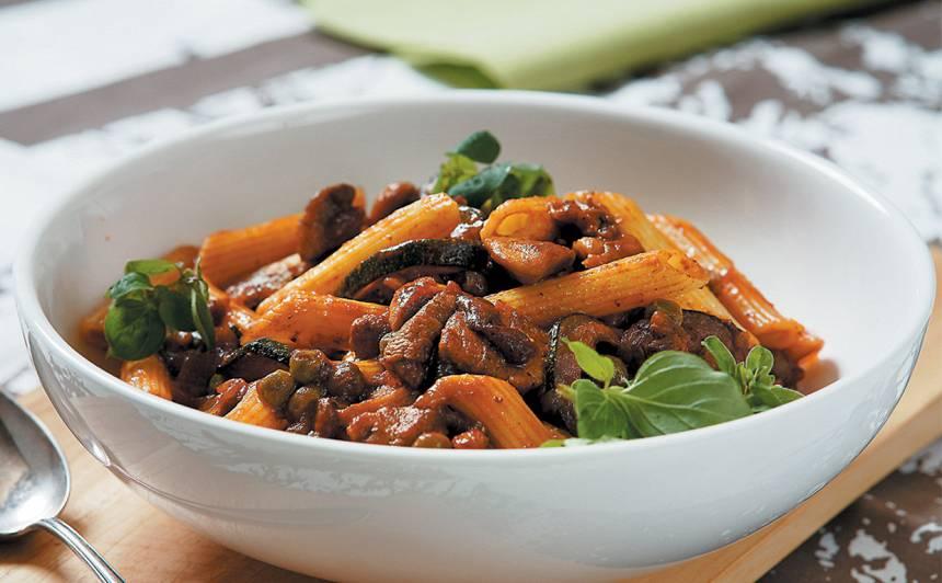 Makaroni ar gaļu, dārzeņiem un sēnēm recepte