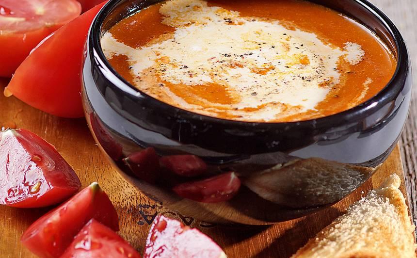Tomātu zupa ar tostermaizi