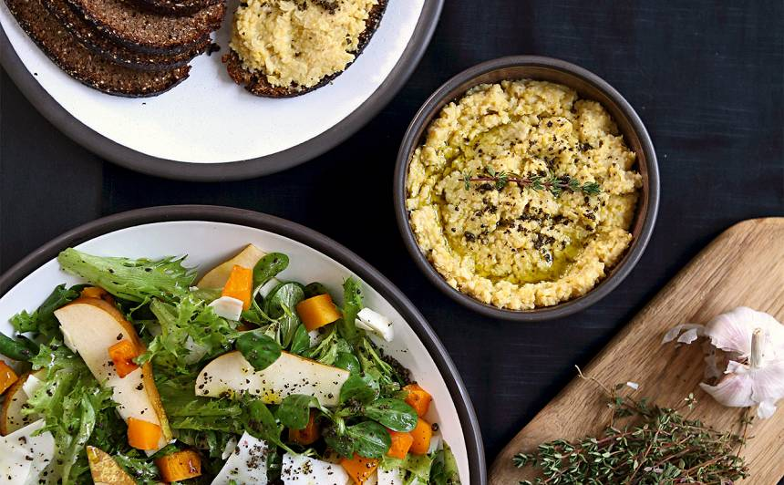 Salāti ar kaņepju aizdaru un bumbieriem recepte