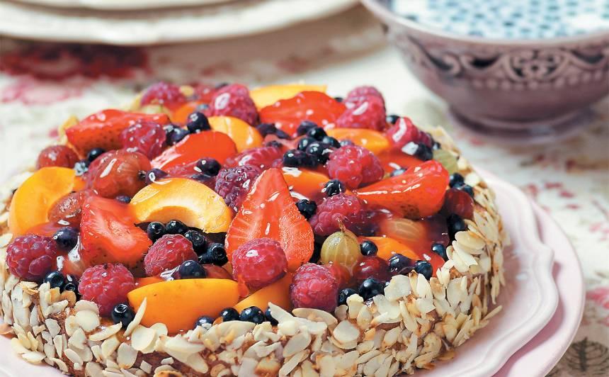 Vasaras ogu un augļu kūka recepte