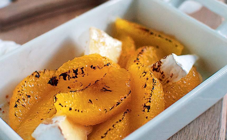 Karamelizēti apelsīni ar kamambēru un medu recepte
