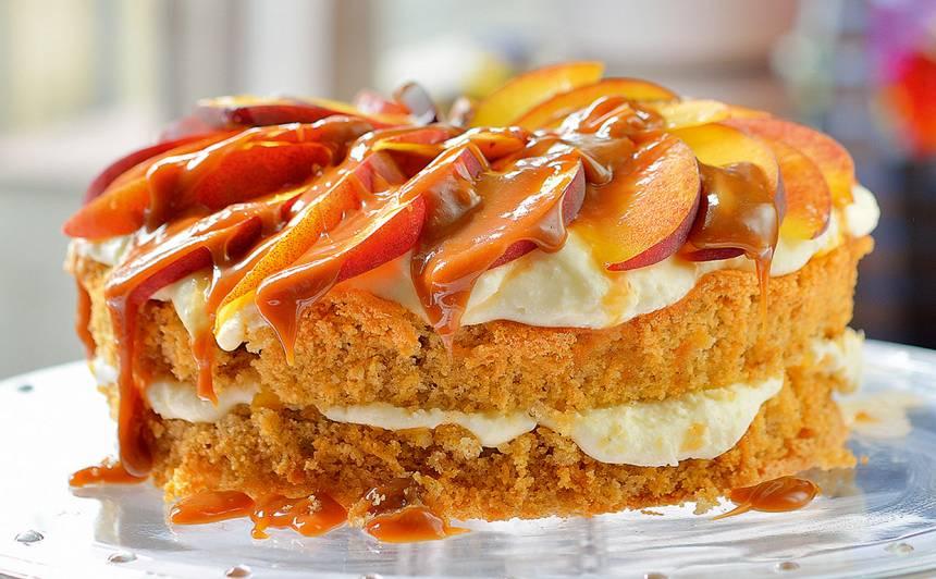 Mandeļu un persiku kūka