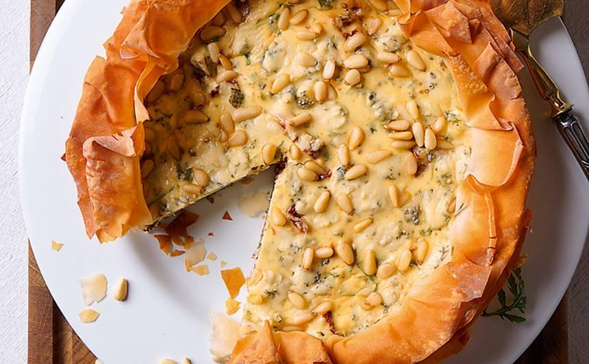 Kaltētu tomātu un zilā siera kūka recepte