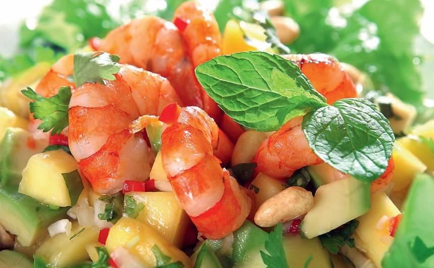 Mango, garneļu un avokado salāti ar čili recepte