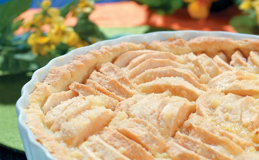 Kausētā siera mīklas ābolu kūka ar drumstalām recepte