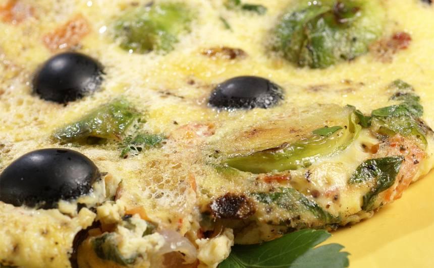 <strong>Krāsnī cepta omlete</strong> ar Briseles kāpostiem