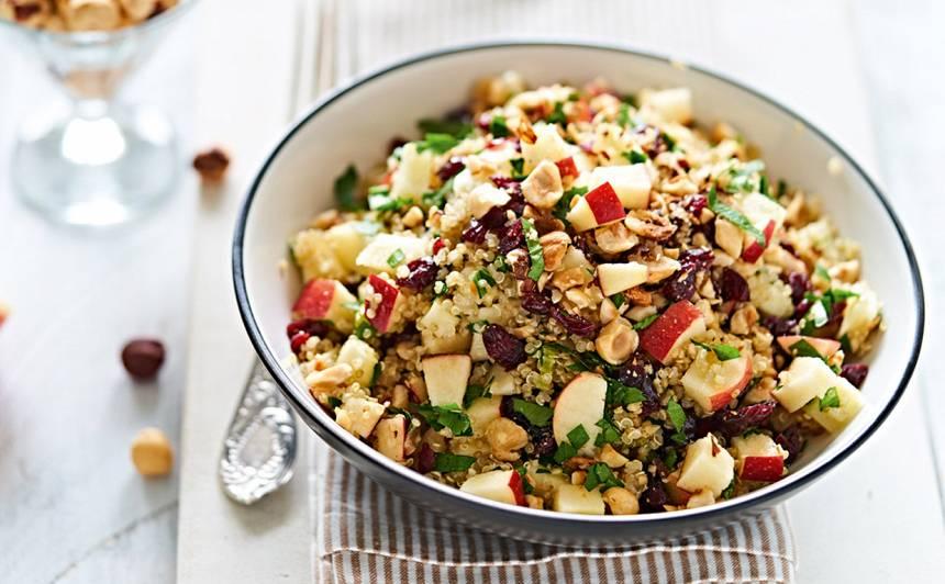 Kvinojas, ābolu un lazdu riekstu salāti recepte