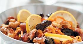 Pupiņu salāti ar plūmēm un medu recepte