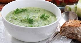 <strong>Fenheļa zupa</strong> ar puraviem un spinātiem