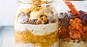 Brokastu burciņa ar musli un banānu recepte