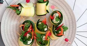 Cukīni rullīši ar biezpienu un dārzeņiem recepte