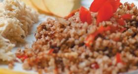 Uzbriedušo griķu biezputra ar papriku recepte